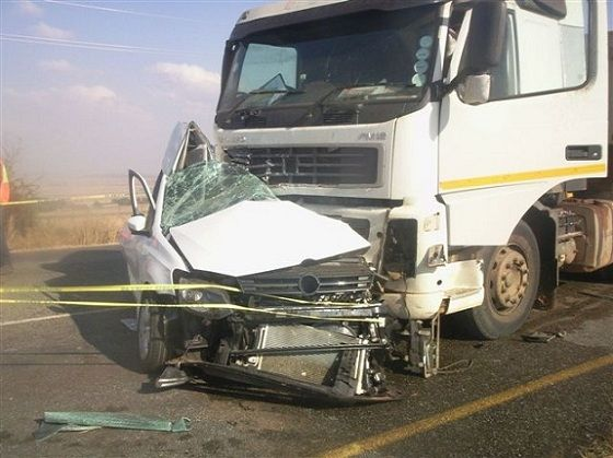Semi Truck Crashed Into Car With Images Car Crash Heavy Truck