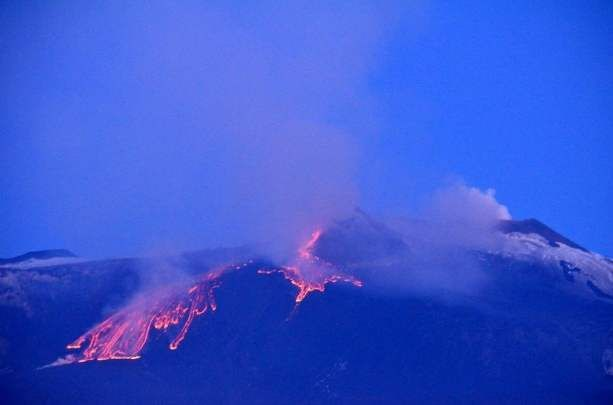 """The Volcano etna (Catania - Sicily): 5th eruption of 2012.  The Catanian not call it  Volcano but   """"The mountain"""".  I miss this wonderful power of nature!"""