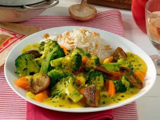 Gemüsecurry auf Basmatireis