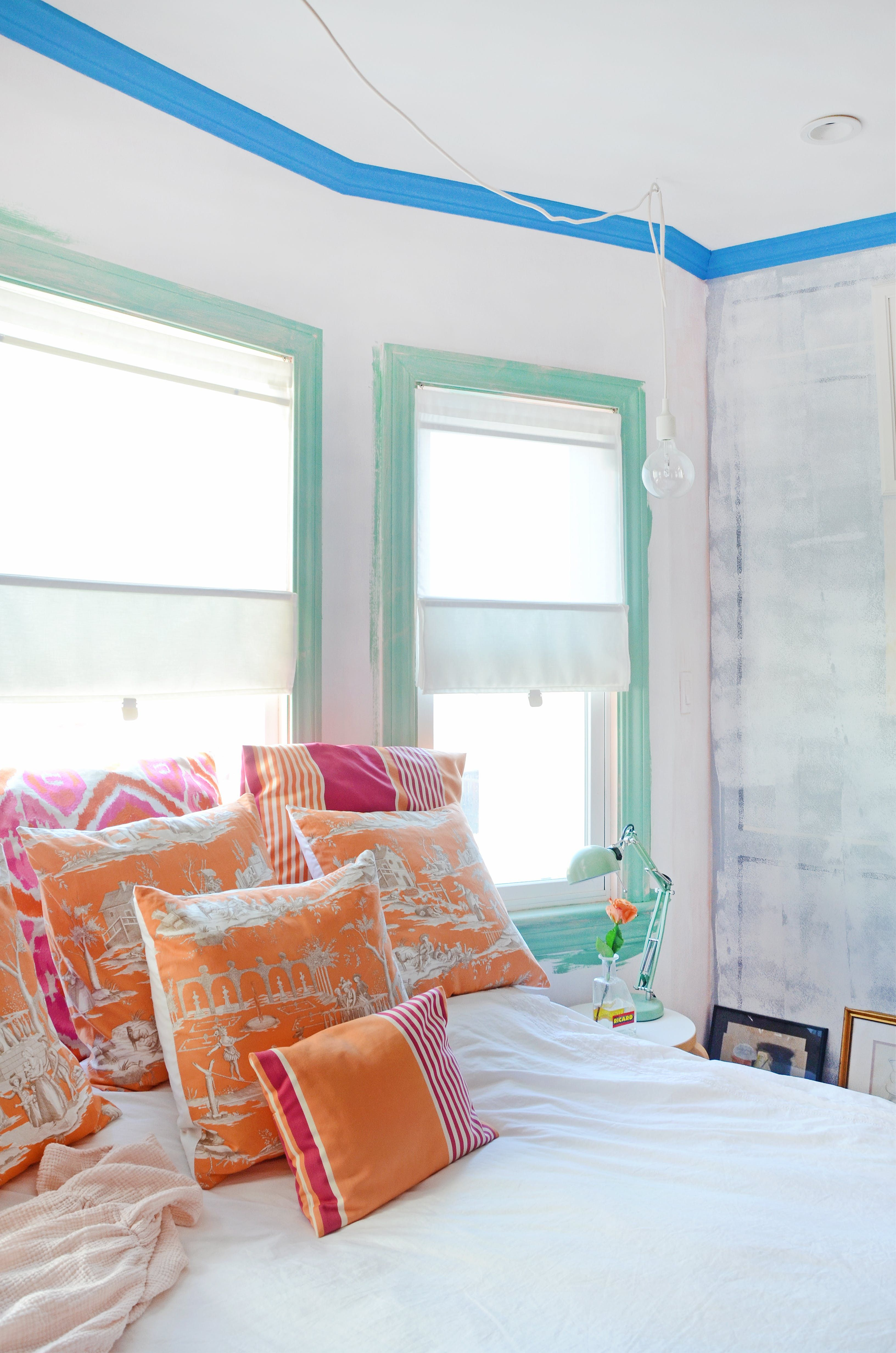 Window side bed  tour a