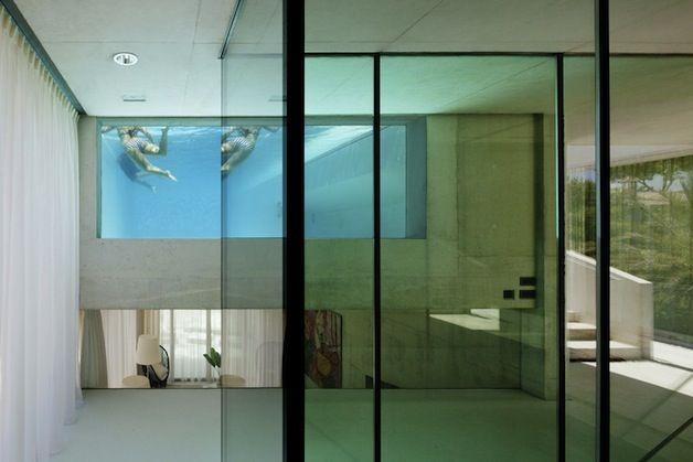 jellyfish_03 \u003e Inspire-se! Casa com piscina, fundo de vidro e vista