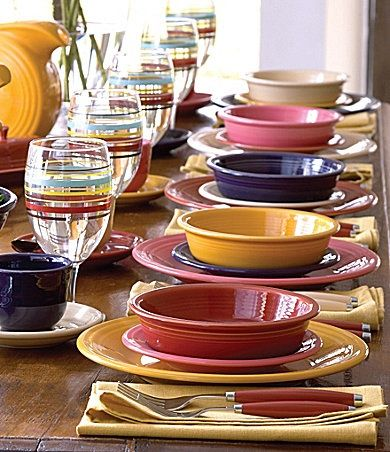 I love serving a meal using my Fiesta Ware and mixing different color combinations. Makes : fiestaware table settings - pezcame.com