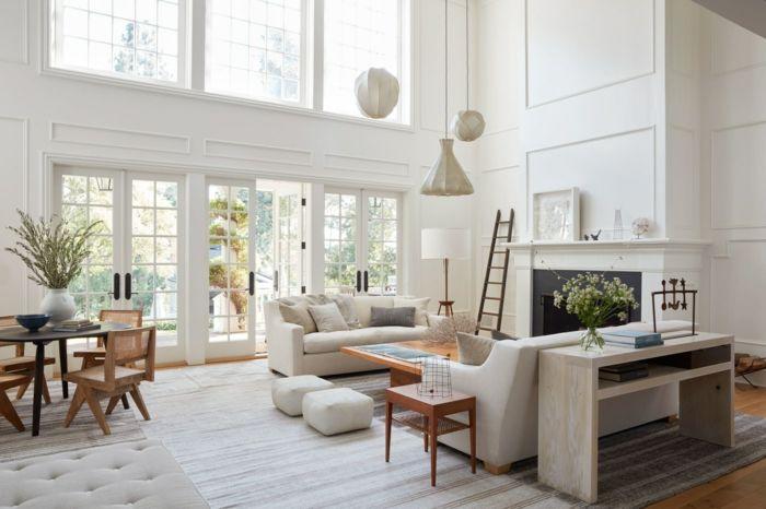 Como decorar un salon salon rustico en blanco ventanales - Salones con escaleras ...