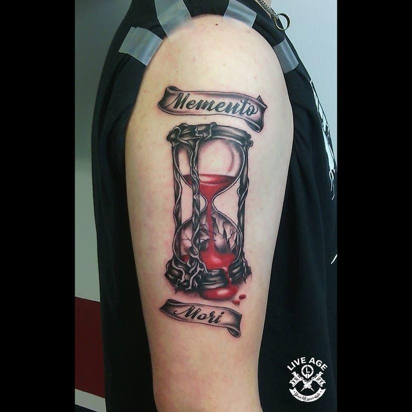 Archivní foto by Milda (Ústí nad Orlicí)  Objednávky: ☎ +420 604 686 114 📩 www.liveage.cz  #liveagetattoo #dnestetujem #tattooczech #tattooartist #tattoo #tattoos #tattooart #stredakerkudattreba #ink #tattooworkart #tattoomag #tattoo2me #tattoo2us #tattoodo #tattooist #tattooer #tattoo_artwork #tattooinkspiration #inked #formink #tattooed #tattoosnob #tattooinspbr #tattoostyle #tattooideas #clocktattoo #featherstattoo #familiatattoo #writingtattoo #blackink