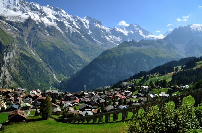MRREN Berner Oberland Switzerland A Noahs Ark Village Pasted About 5400 Feet Up Mountainside Mrren Offers So Close You Can Touch It Vista Of The