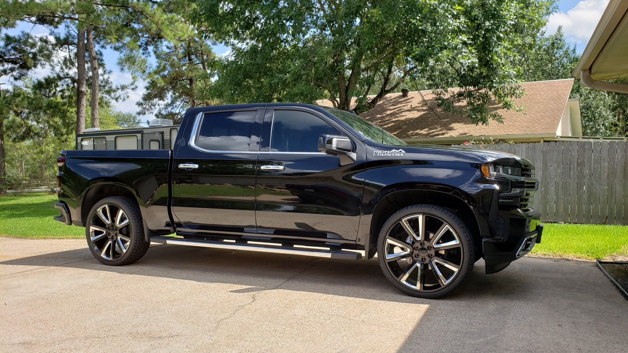 2019 Silverado High Country 6 2l On 26 Replicas Wrapped In 305 30
