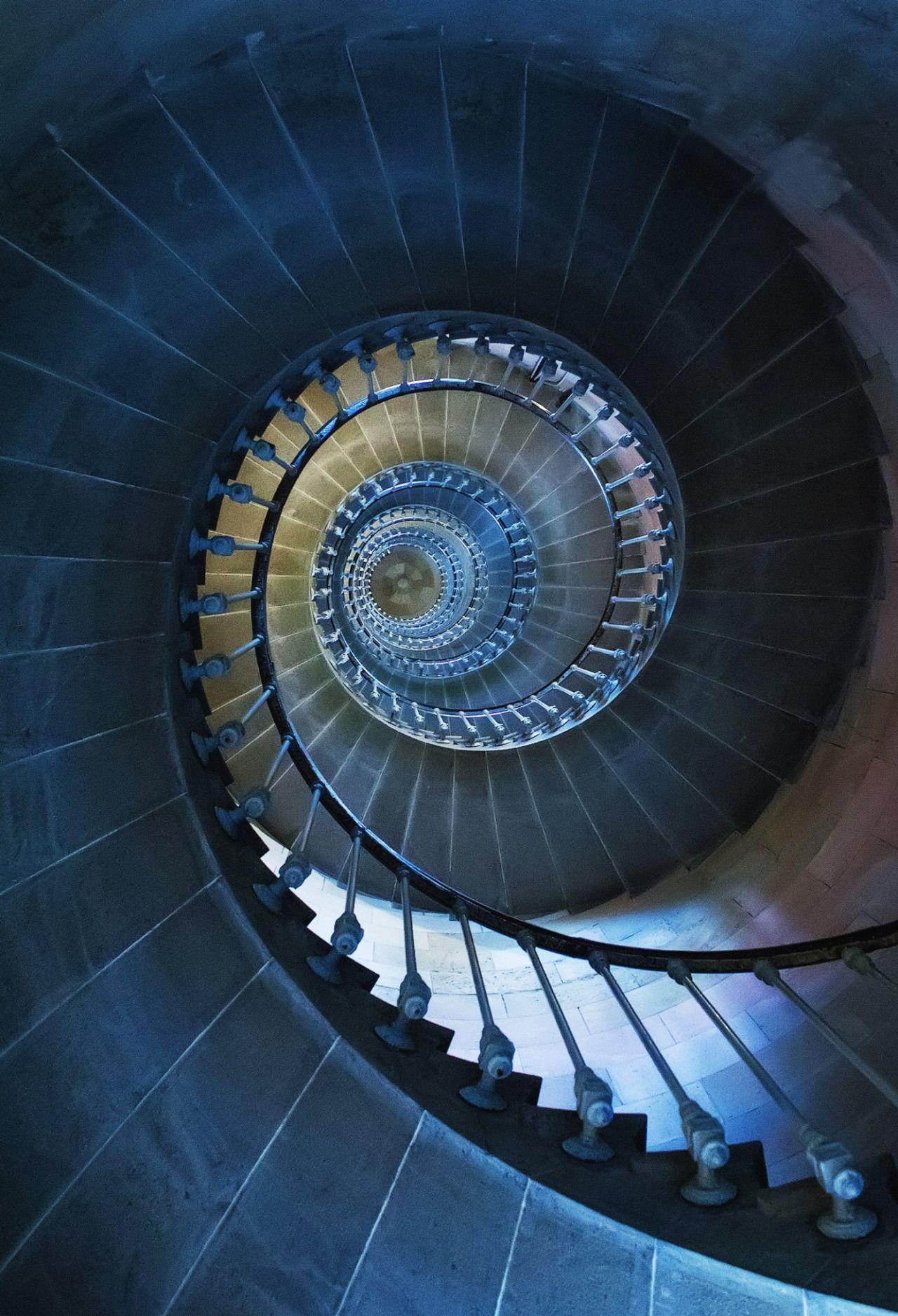 Rémi Ferreira | B L U | Pinterest | Treppe, Fraktale und Architektur