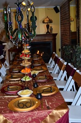 Table settings at a Harry Potter Party #harrypotter #party table ...