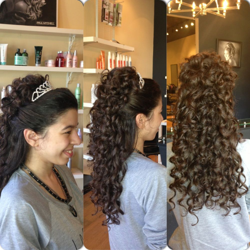 2019 year look- Hairstyles quinceanera with curls and tiara photo