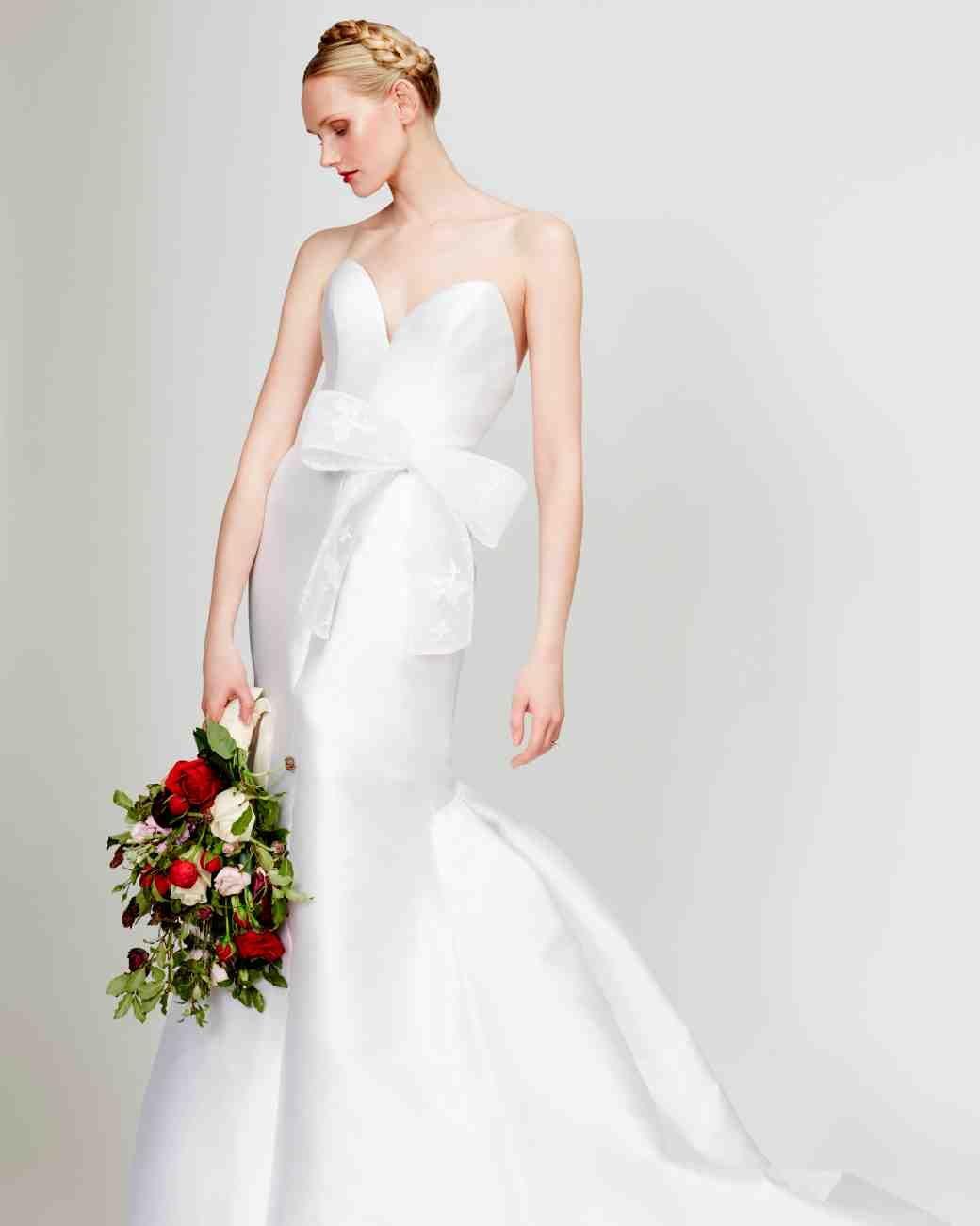 Pistas: la primavera de 2016 peinados y vestidos de novia //  #2016 #novia #Peinados #Pistas #Primavera #vestidos