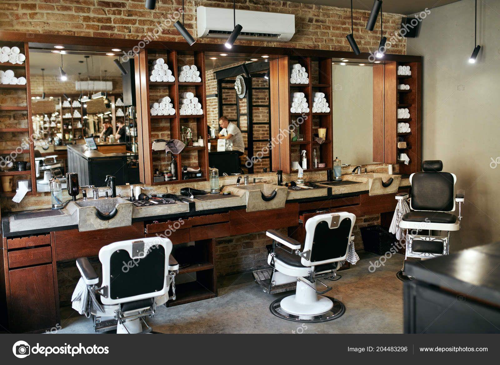 Telecharger Barber Shop Interior Salon Coiffure Hommes Beaute Avec Chaise Antique Image Casa De Arquitetura Stock Image Barbearia