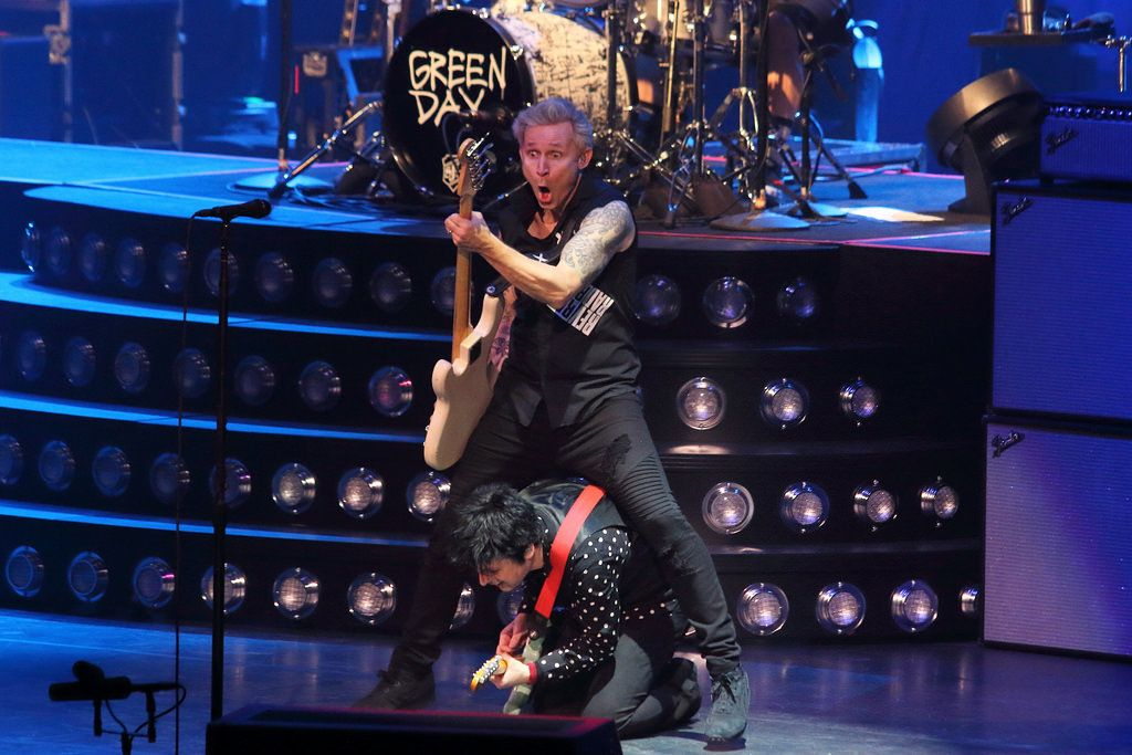 https://flic.kr/p/RLkqMK   Green Day (Billie Joe Armstrong, Mike Dirnt - Barclays Center, March 15, 2017)   Green Day at Barclays Center (Brooklyn, New York) on March 15th, 2017.  Please do not reproduce this photo without permission.
