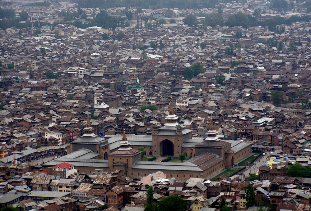 The Old City Of Srinagar The Capital Of Indian Administered Kashmir Has Historically Been A Stronghold For Those Opposed To Indian Rule Srinagar City Kashmir