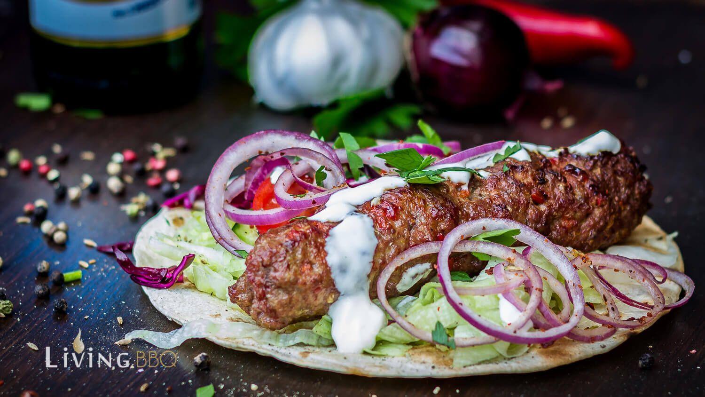 Adana Kebap Vom Kugelgrill Lebensmittel Essen Spiesse Rezept Adana