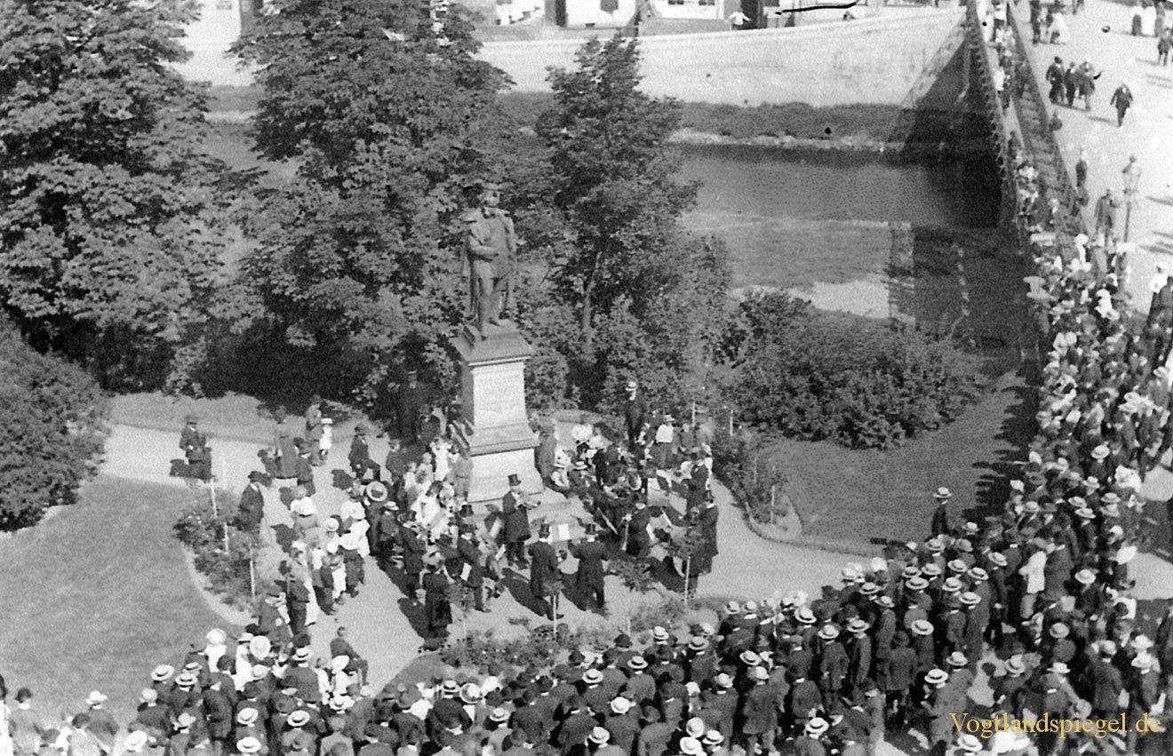 Einweihung eines Denkmal von Hindenburg um die 1913 in Greiz Thüringen Germany....