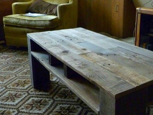 5 Worth Of Shipping Pallets Transformed Into An Awesome New Coffee Table Meuble A Fabriquer Soi Meme Bricolage Table Basse Et Meubles En Bois De Palettes