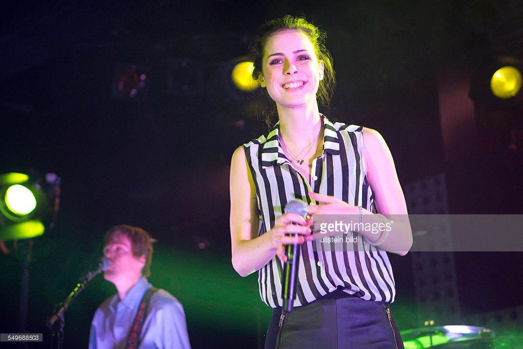 Lena Meyer-Landrut - die deutsche Saengerin und Eurovision Song Contest Gewinnerin 2010 bei einem Konzert in Hamburg, Grosse Freiheit 36
