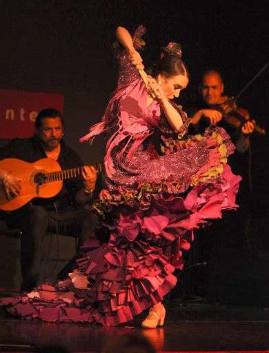Rebeca Tomás and her 'A Palo Seco' Flamenco Company