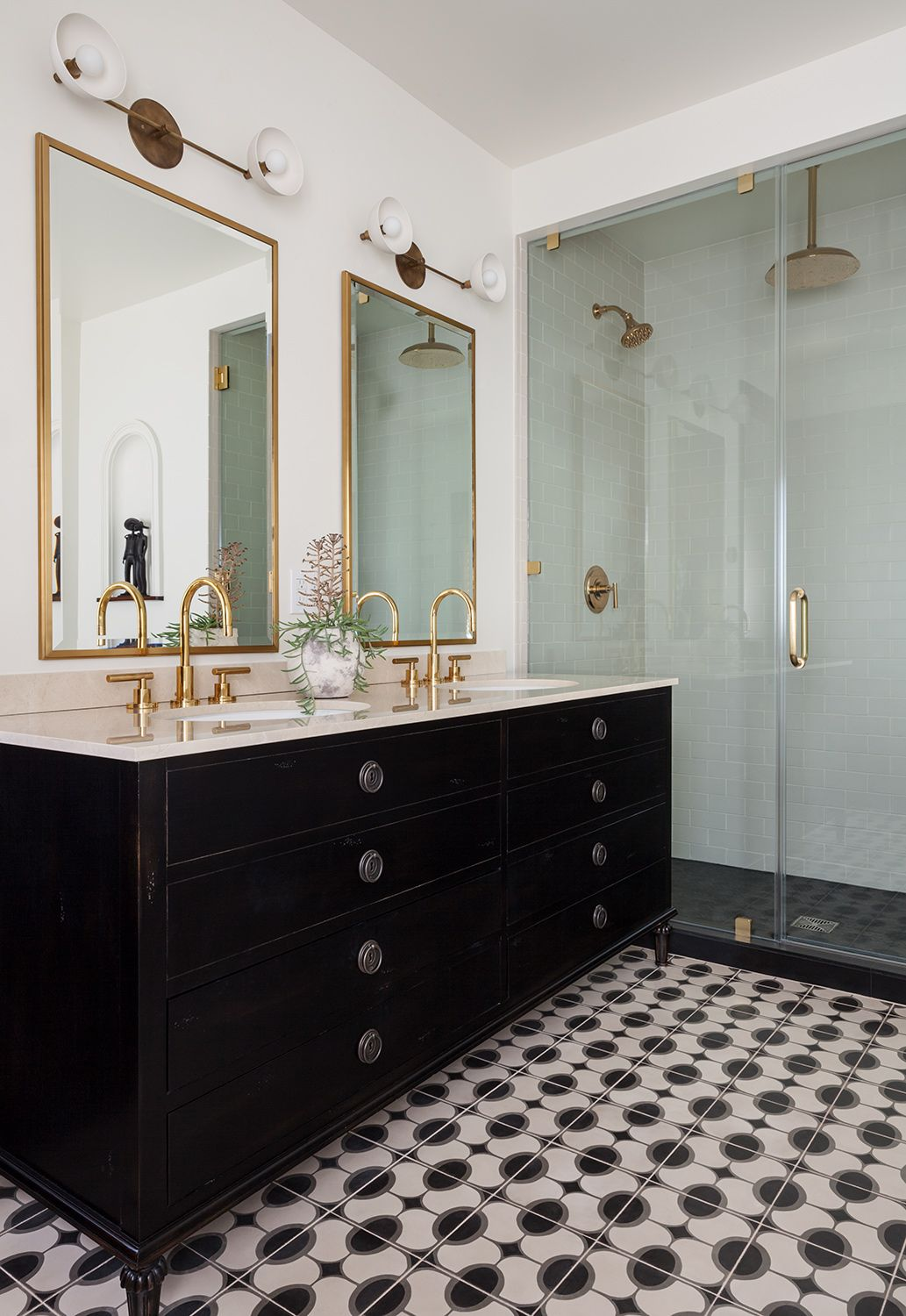 Check Out How To Diy A Metal Framed Mirror For Your Wall Full Video Tutorial Included Howt Bathroom Mirrors Diy Metal Frame Mirror Bathroom Vanity Des Bathroom Mirrors Diy Mirror [ 1102 x 735 Pixel ]