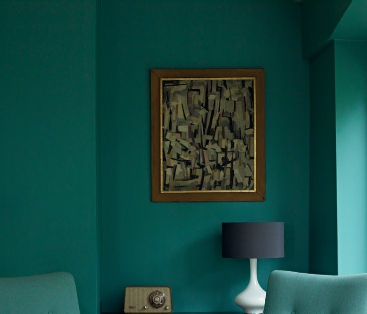 Green Living Room Ideas For Soothing Sophisticated Spaces: Emerald Green Living Room With Jade Green Chairs Pantone