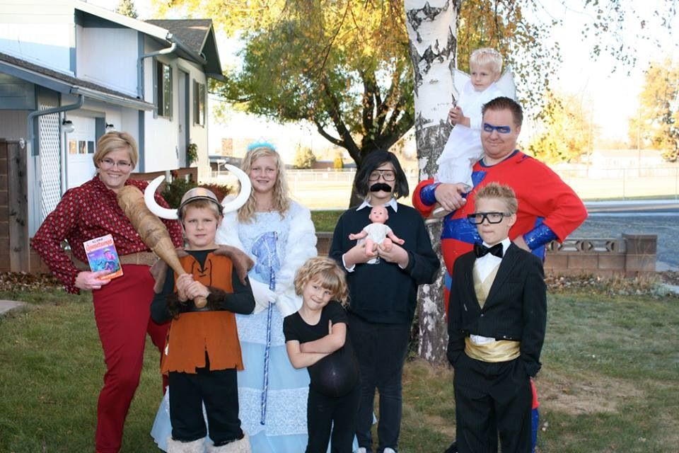 Awesome Studio C family costumes THIS IS THE MOST AMAZING THING I HAVE EVER SEEN!! | Funny ...