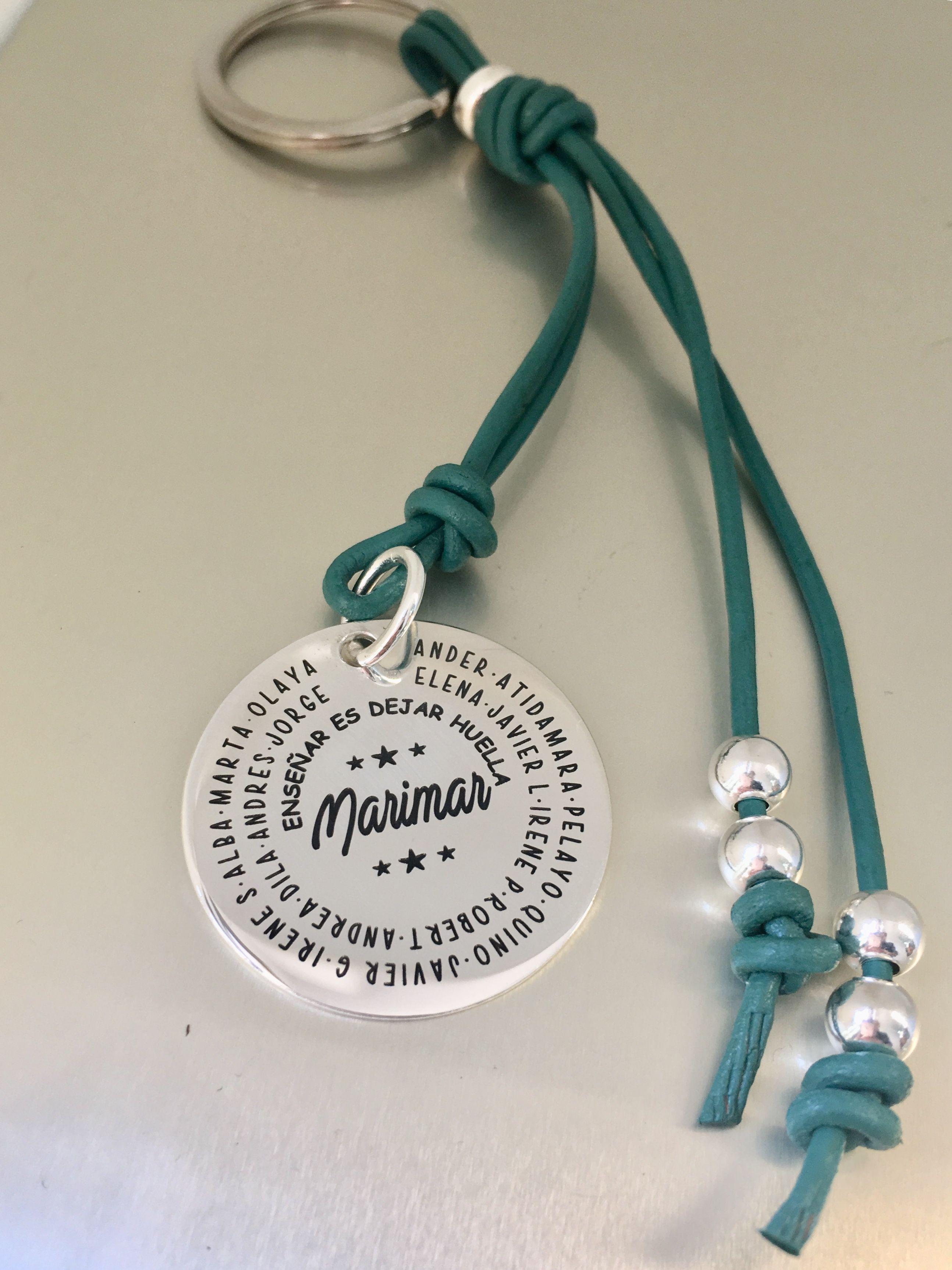 c0beae7291db Medalla grabada personalizada. Especial regalo para profesora en fin de  curso. Joyas que hablan de ti.  miplatafina