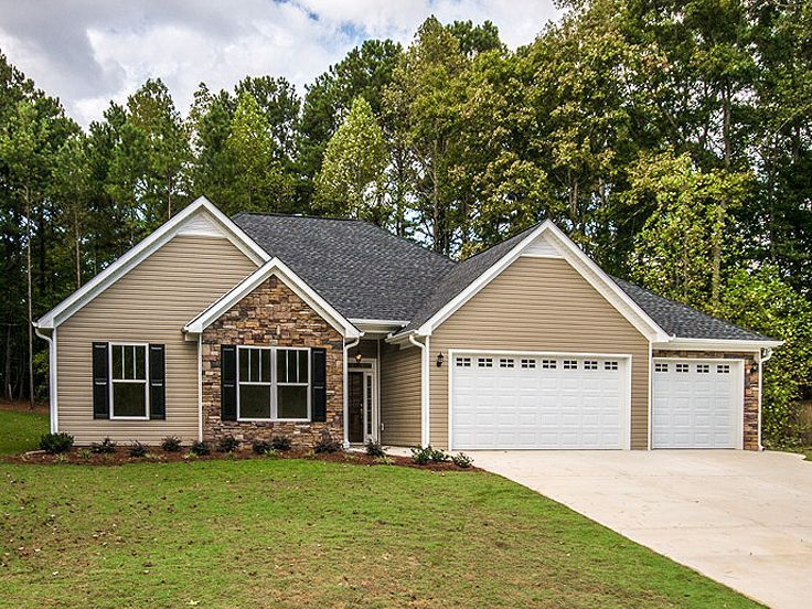 031H 0256 Traditional Ranch House Plan with 3 Car Garage