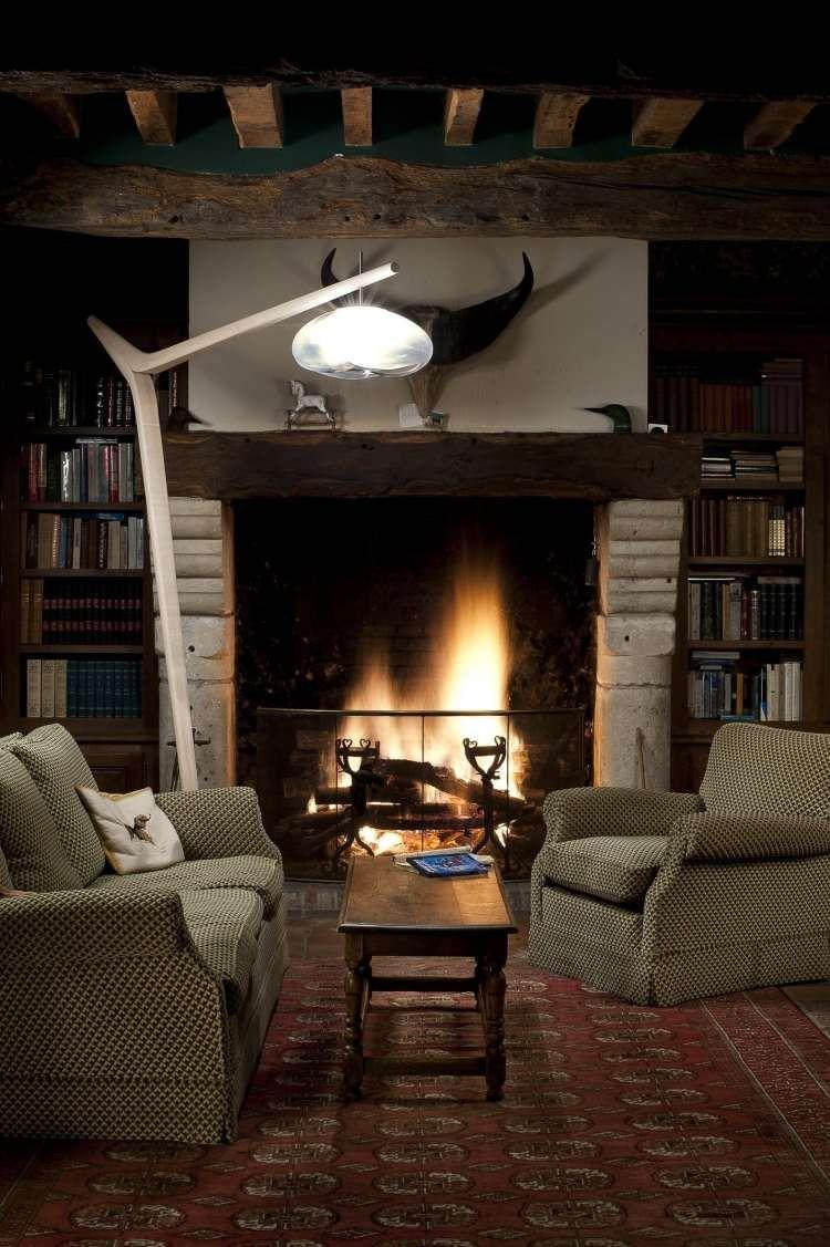 massivholz stehlampe mit wei em schirm stehlampen. Black Bedroom Furniture Sets. Home Design Ideas