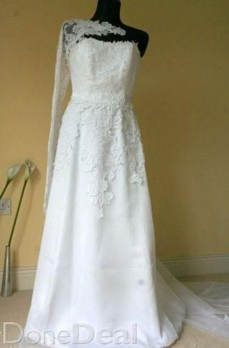 info for in stock footwear Beautiful white wedding dress with lace details For Sale in ...