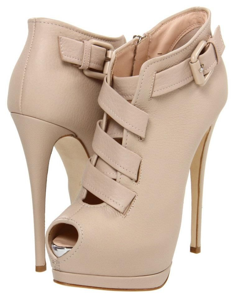 Giuseppe Zanotti I27036 - Super Hot!! Can someone front me $995 (plus tax of course) so I can get these?? :D