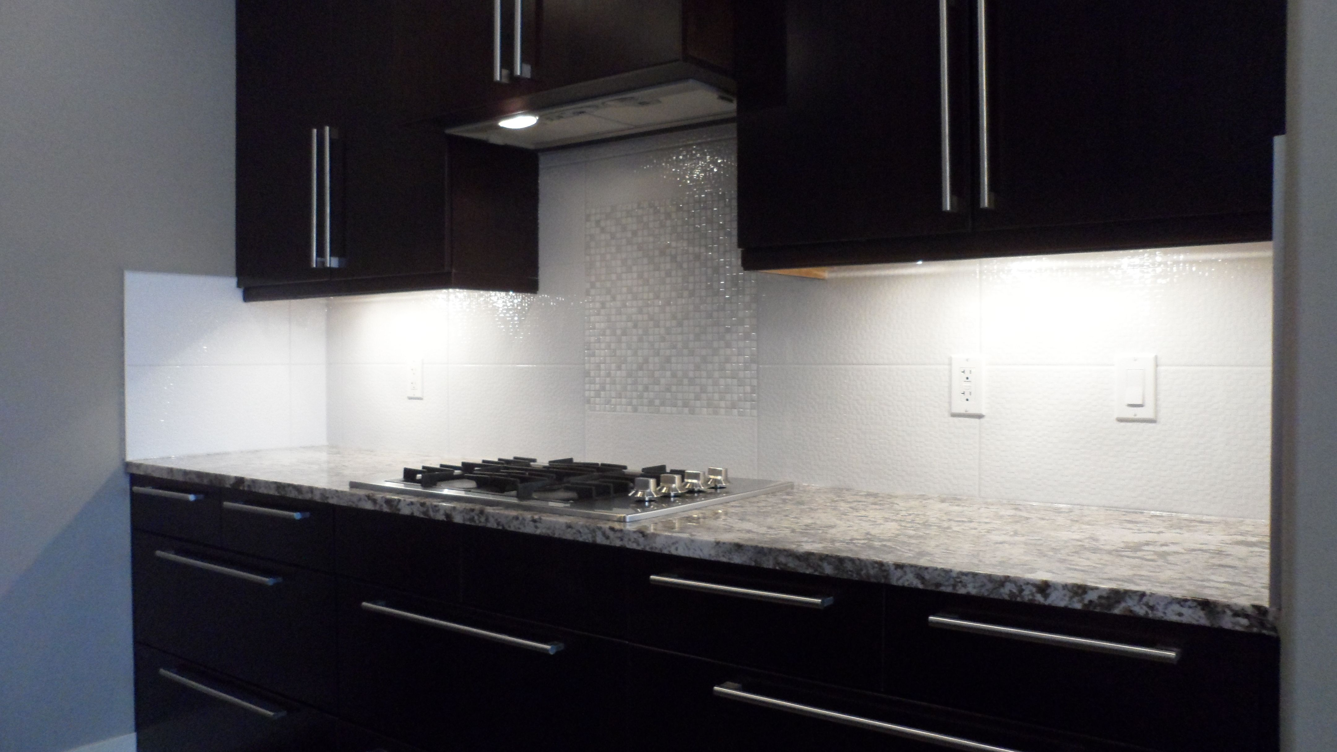 Textured Whitecream Color Ceramic Wall Tile With Matching Ceramic
