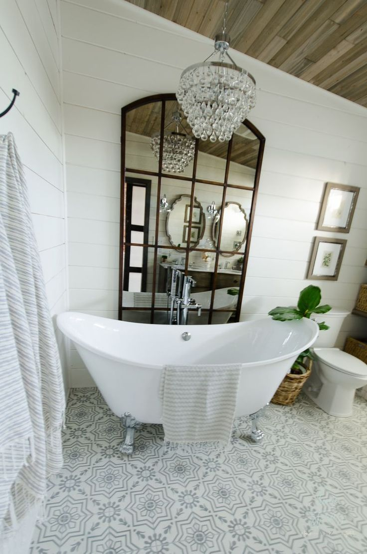 Info's : Beautiful bathroom remodel and complete transformation to this dream bath! Urban farmhouse master bathroom makeover with Delta Faucet.