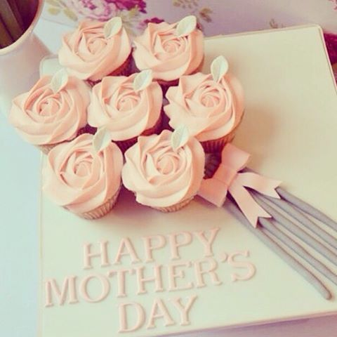 #mulpix Se acerca el día de las madres ... Y es el mejor momento para sorprenderlas... Endúlzalas con @reposteriadulcedetalle ... #Reposteria #dulce #detalle #los #mejores #diseños #Cupcakes #ramo #sweet #designó #personalización #diadelamadre #mothersday #madeindulcedetalle #ramo #rosas
