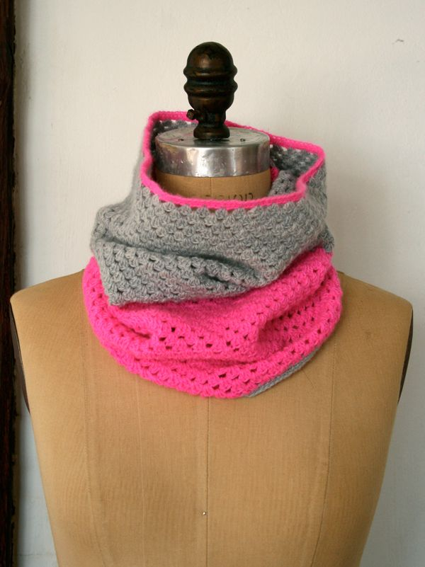 Two-Color Cowl - free crochet pattern | Gorros, guantes, bufandas ...