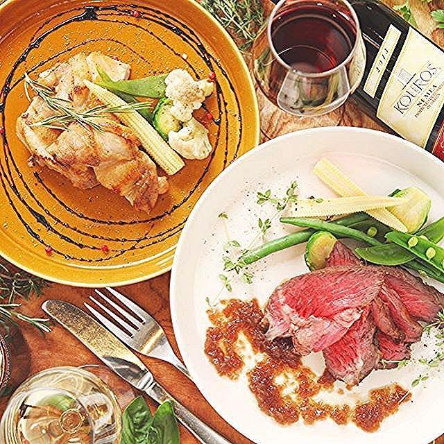 … こんにちは☔️. . 残念ながら雨模様の日曜日、いかがお過ごしでしょうか. .  先週からご紹介を始めた新メニュー. 第ニ弾はメインのお肉料理です. . 葡萄牛ランプ肉のステーキ. 〜自家製ジャポネソース〜. ハーブでマリネした美桜鶏もも肉のロースト. . 葡萄牛はワインの葡萄を飼料にして育った牛で、赤ワインを使った特製のジャポネソースとの相性がバツグンです. . フルーツをたっぷり使った自家製のサングリアをお肉のお供にどうぞ❣️. . . . .  #suzustagram#suzucafeginza#suzucafe銀座#suzucafe#銀座#ginza#tokyo#japan#cafe#カフェ部#カフェ#foodstagram#instagood#instafood#like4like#foodie #summer#夏#dinner #beef #chicken #肉 #ステーキ #wine