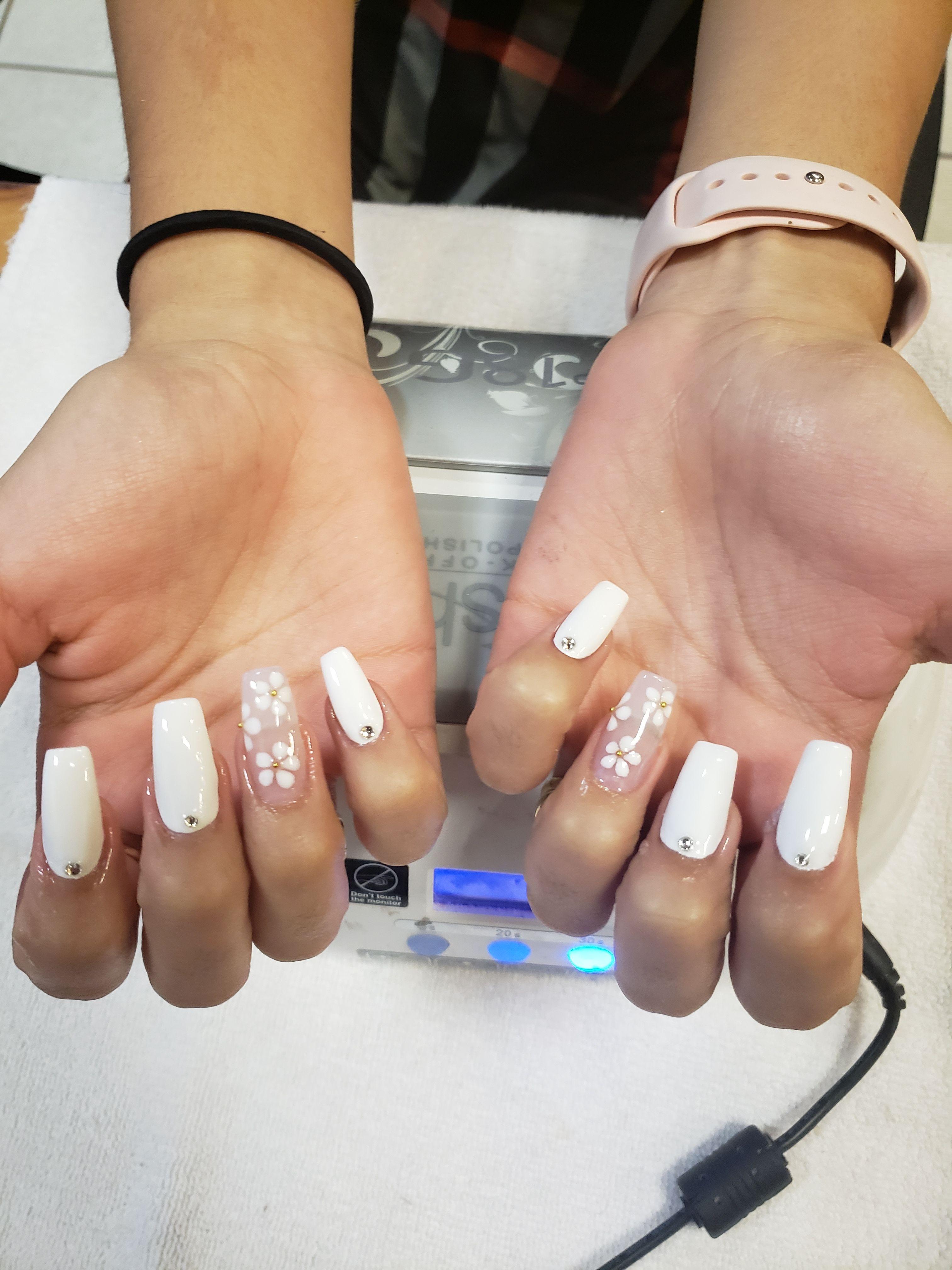 Nail Design Idea For Acrylic Nails Naildesign Nailart Flowernail Flowernailart Whiteflower Whitenail Nai In 2020 Acrylic Nails Sculptured Nails Bad Nails