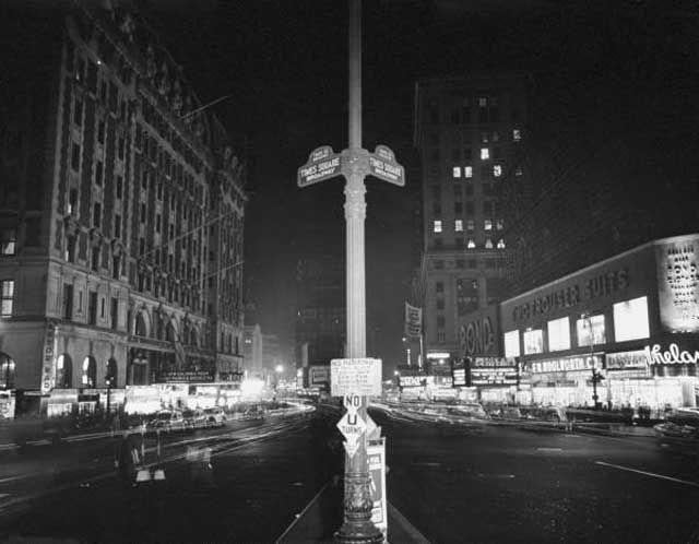 April 1942 - dimmed lights during wartime. Times Square's Glitz & Grime Photographed: Gothamist