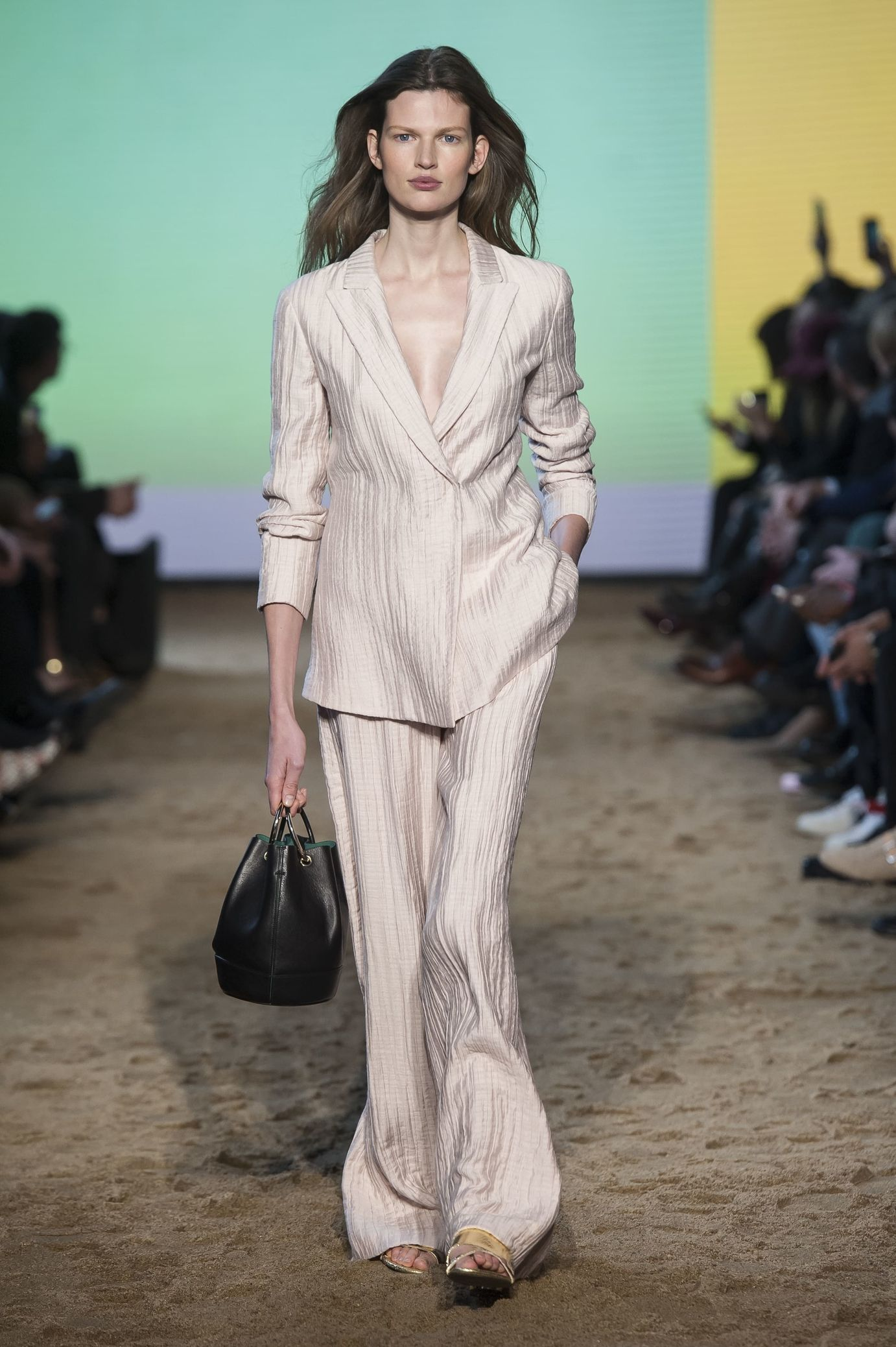 Massimo Dutti  Ready-to-Wear   Fashion Look Book   Pinterest   Fall ... c36db878384