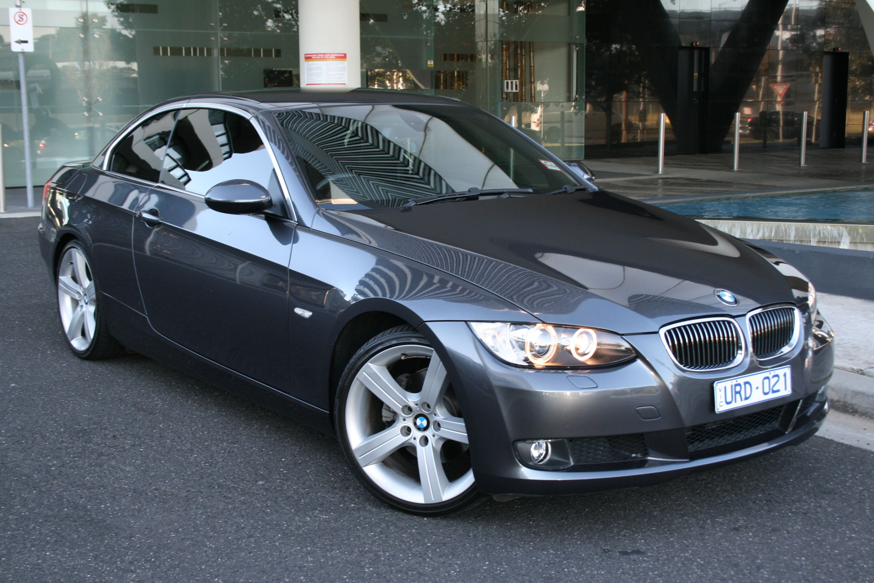 Bmw 325i e93 convertible graphite grey with black leather 19 inch sport alloy wheels