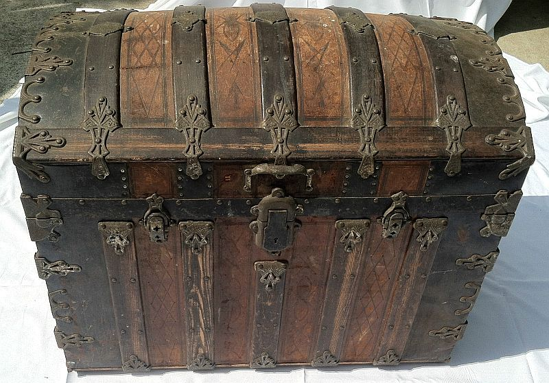 Antique Steamer Trunk 336 Before Antique Trunk Antique Steamer Trunk Antique Trunk Decor