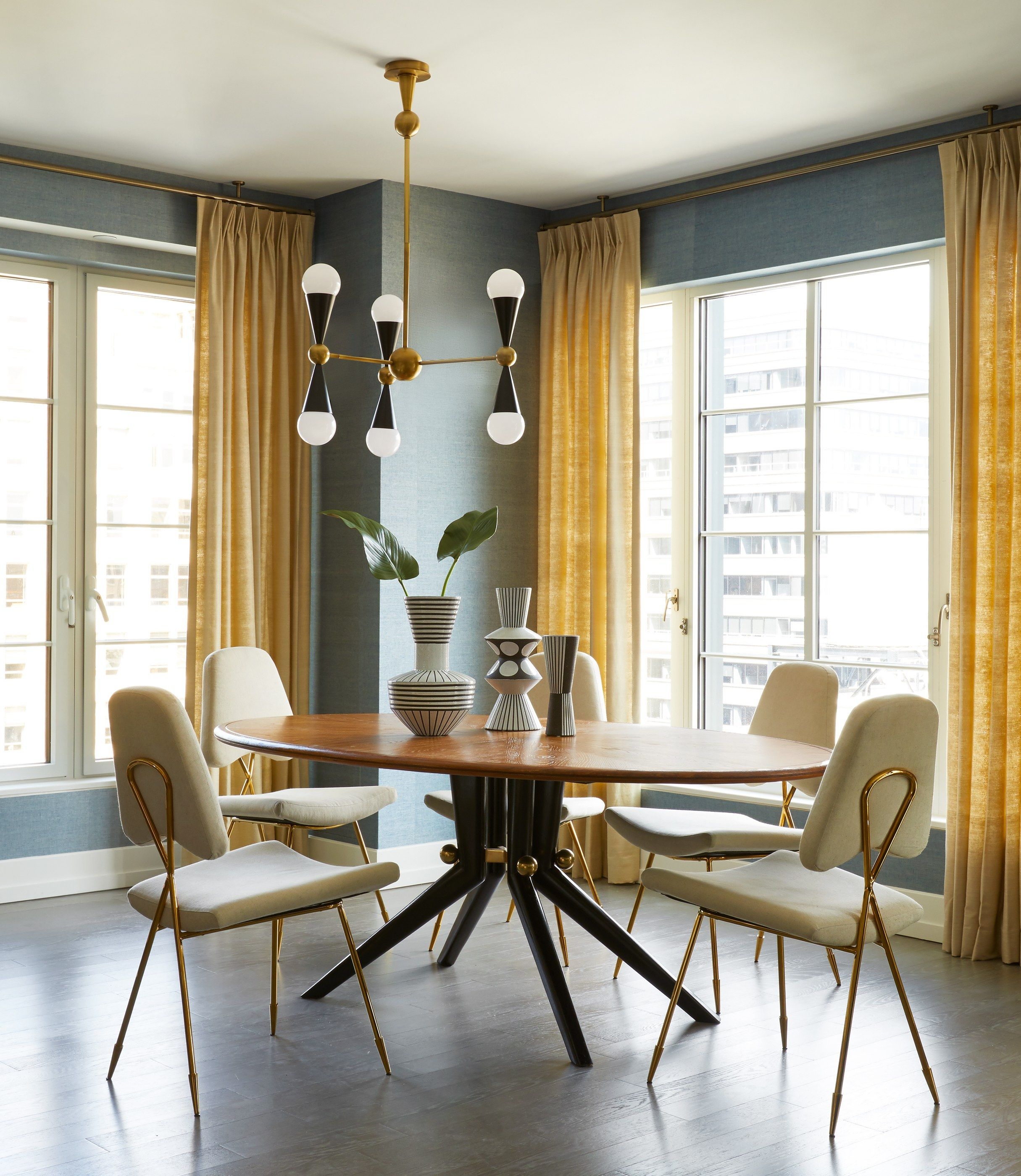 Jonathan Adler Outfits A Condo In Manhattan S Newest Trendy Apartment With Images Dining Room Chandelier Wood Dining Table Pedestal Dining Table