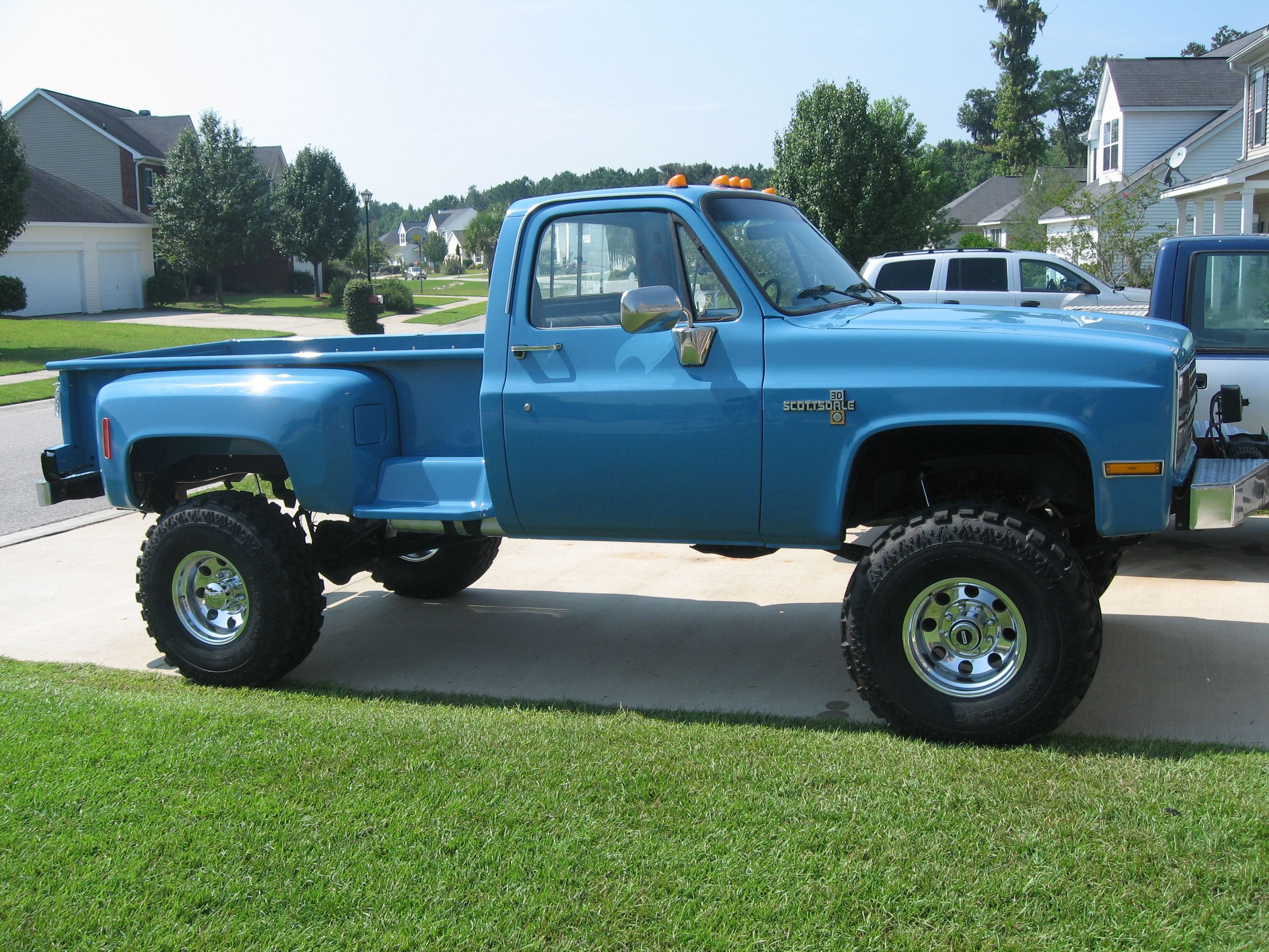bad ass chevy 4x4 trucks  10 87 v30 long bed step side  old