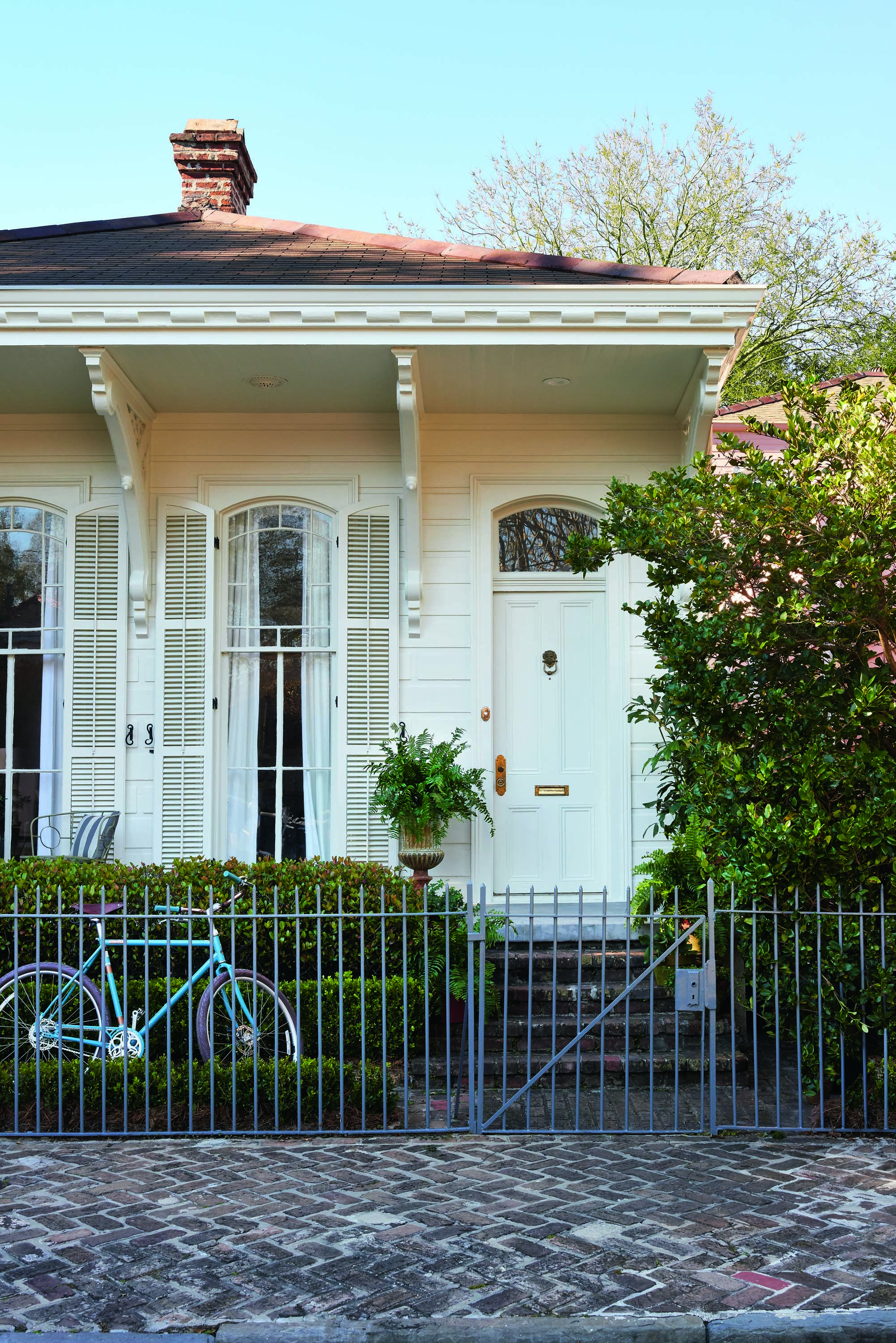 Shining A Light On An Artistic New Orleans Cottage With Images