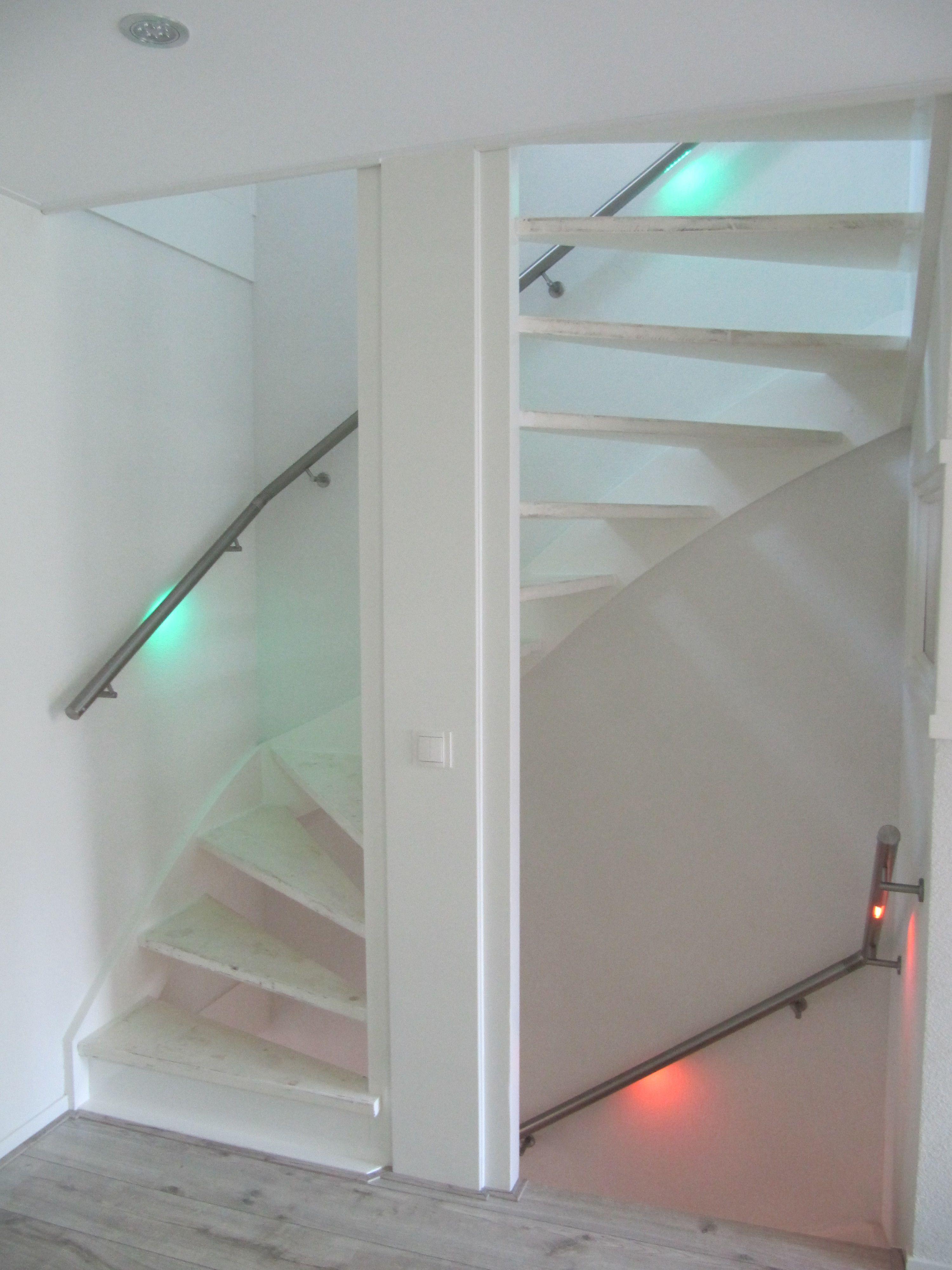 Open trap met veilige verlichting in de leuningen! #maatwerk ...