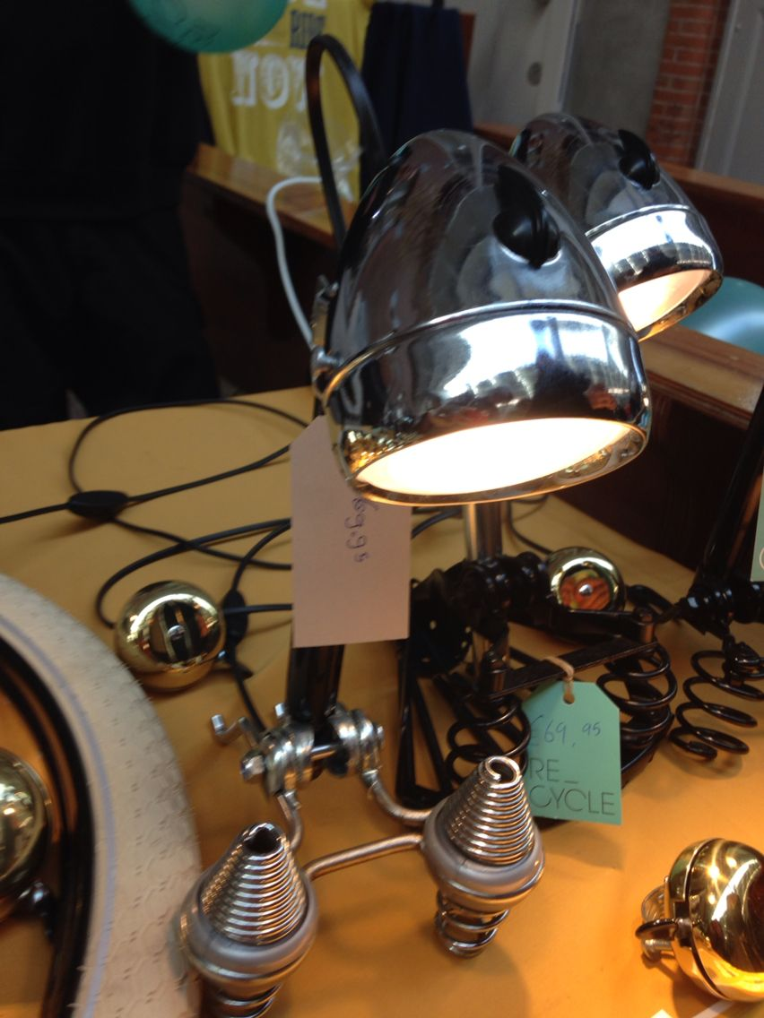 Lampje van recyclede fietslamp