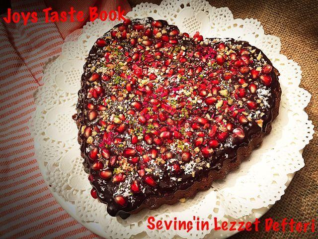 #Kalp ❤️ Kalp #cake #food #sweet food #Chocolate #ValentinesDayCake 🌹 #Love 💕 #FoodandDrink #EyeEm gallery #SevinçYiğitArabacı #SevinçinLezzetDefteri #fruit #LezzetKüpü #JoysTasteBook #foodphotography #Super #Istanbul #Turkey #yummy #heartcake ❤ #çikolata #foodblog #foodrecipes #like4like #Dessert #like #followme #delicious — at #SevinçinDünyası in İstanbul, #TURKEY