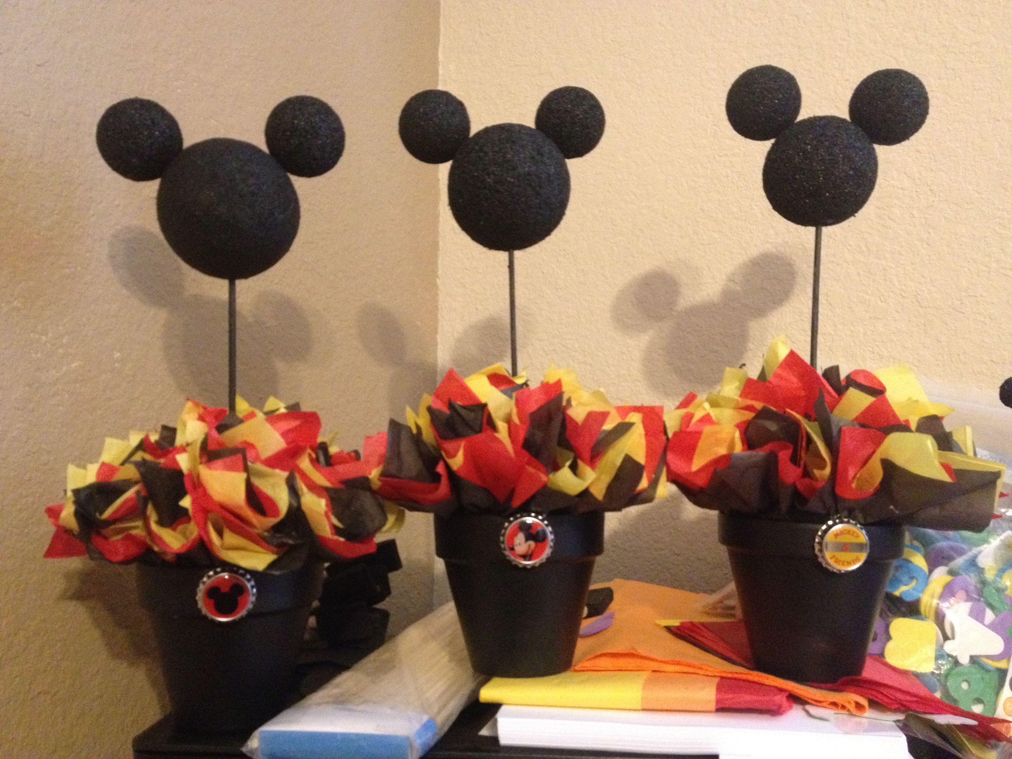 Mickey mouse centerpiece mickey mouse party ideas for Baby mickey decoration ideas