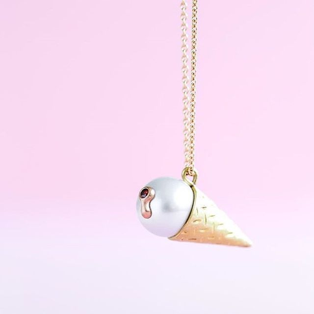 Ice Cream  18 karat guld, cherry-farvet brill og South Sea perle.  Findes også som ørestikker.  #gold #guld #silver #sølv #diamond #diamant #smykker #jewelry #jewellery #guldsmed #jeweller #goldsmith #handcrafted #handmade #danishdesign #guldsmedlouisedegn