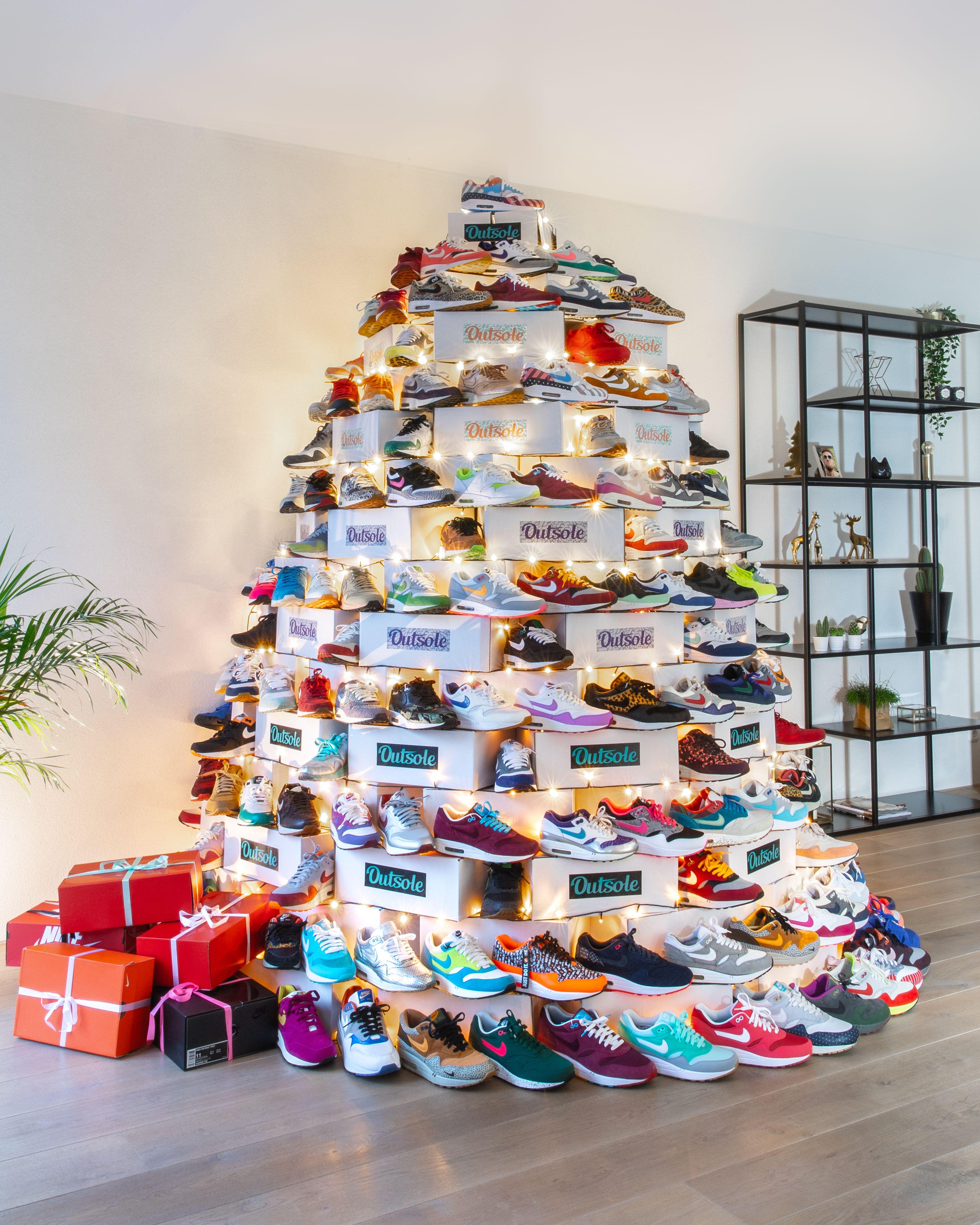 Shoes sneakers jordans, Shoe room