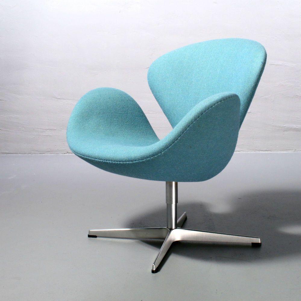 Swan Chair 3320 , Arne Jacobsen für Fritz Hansen Modell v. 2004 hellblau Schwan